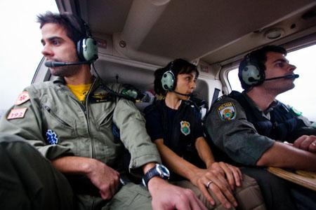 Tripulação em configuração de resgate aeromédico : médico, enfermeira e tripulante