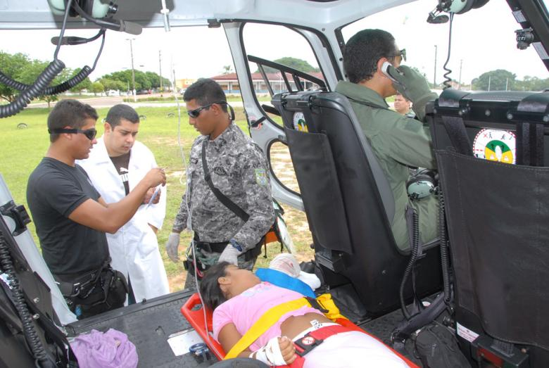 Paciente foi resgatada de Xapuri, onde sofre um acidente com fratura exposta (Foto: Angela Peres/Secom)