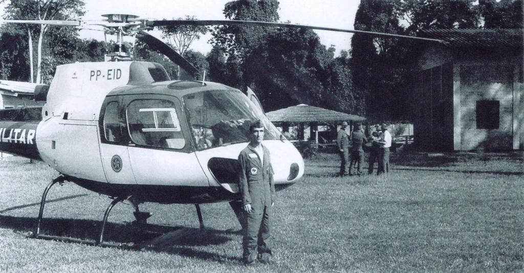 Ten Cel PM Ubirajara com o Águia Uno em operação policial no interior do Estado. Primeiro Comandante do GRPAe da PMESP
