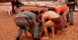 Momento do resgate de Abinoão. Bombeiros prestam primeiros socorros e, depois, o levam para o PS