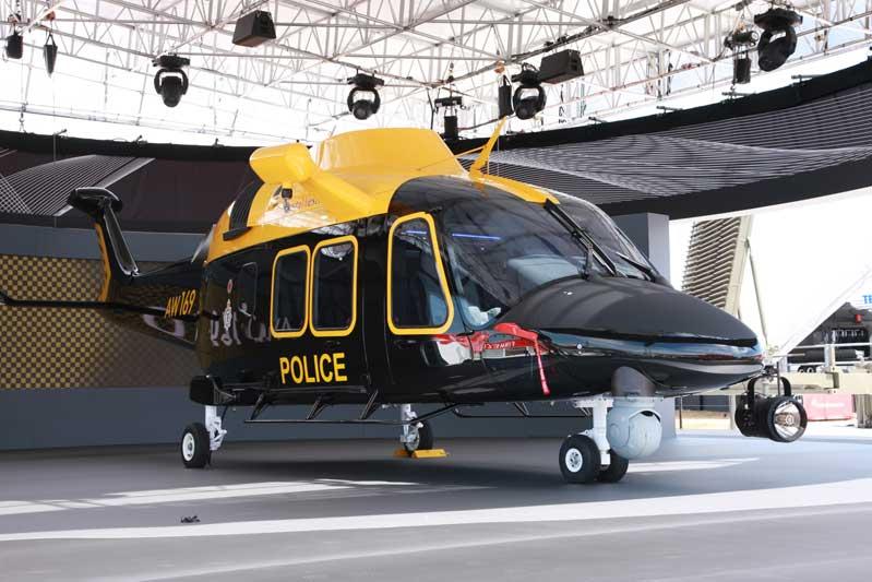 Embraer faz acordo para entrar na produção de helicópteros. Foto: modelo AW169 na versão policial