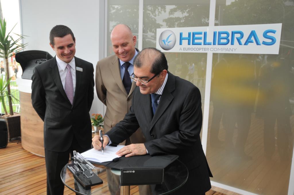 Na foto, da esquerda para direita: François Arnaud, vice-presidente Comercial e de Marketing da Helibras; Eduardo Marson, presidente da Helibras; e Luiz Fernandes Souza Rocha, Secretário de Segurança Pública do Estado do Pará.