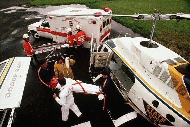 Remoção Atual em Helicópetro: Equipe multiprofissional, equipamentos compondo UTI aérea. Segurança e Rapidez.