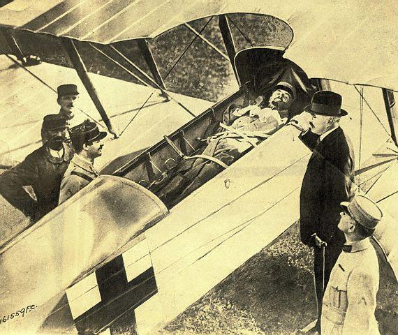 França, 1917. Transporte Aéreo rudimentar na I Guerra Mundial.