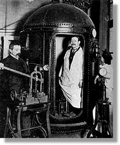 Médico e fisiologista Paul Bert (1833 - 1866 ), estudos dos efeitos fisiológicos da baixa pressão atmosférica ( experimento com Câmara Hipobárica )