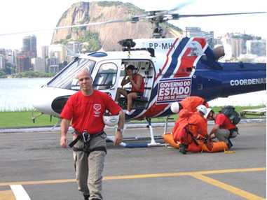Médicos de Nova Zelândia visitam Seção de Apoio Aeromédico do GSE 2