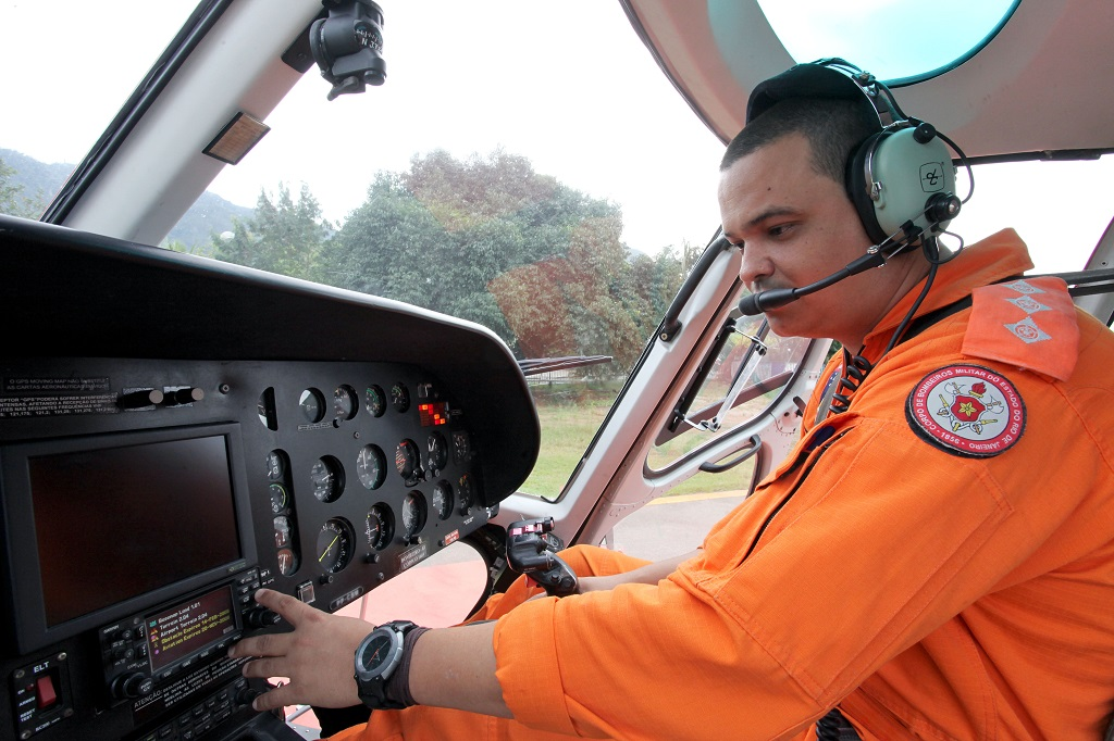 Corpo de Bombeiros realiza curso para piloto de helicóptero.  Capitão, Bruno Cesar Soares. Foto: Clarice Castro