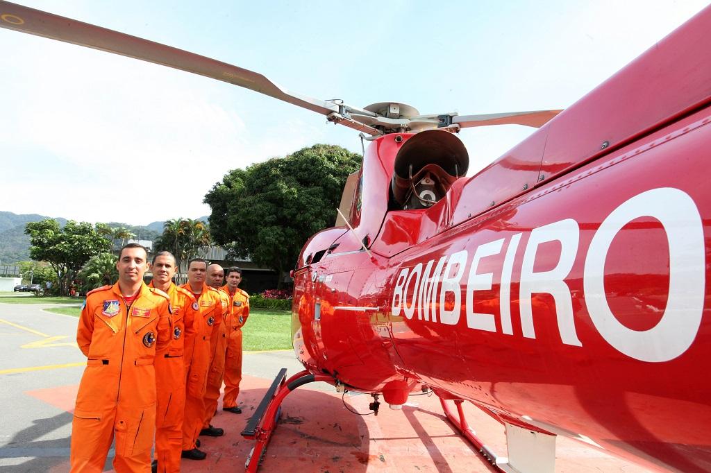 Corpo de Bombeiros realiza curso para piloto de helicóptero.