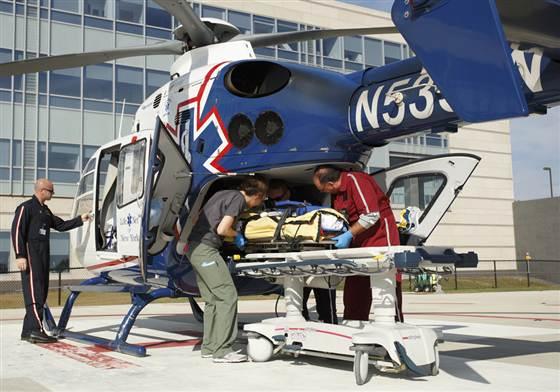 Helicópteros e aviões de emergência médica transportam cerca de 500.000 pessoas por ano nos EUA, mas alguns pacientes têm que ser rejeitados porque excedem o peso e as regras de tamanho. (Foto: cortesia da Air Methods via NBC News)