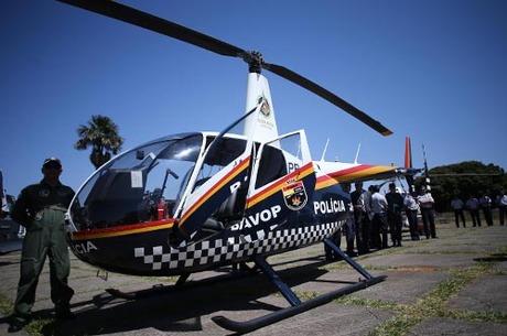 """Batizado de """"Fênix 4"""", o novo helicóptero transporta quatro pessoas. FotoRoberto Castro/GDF:"""