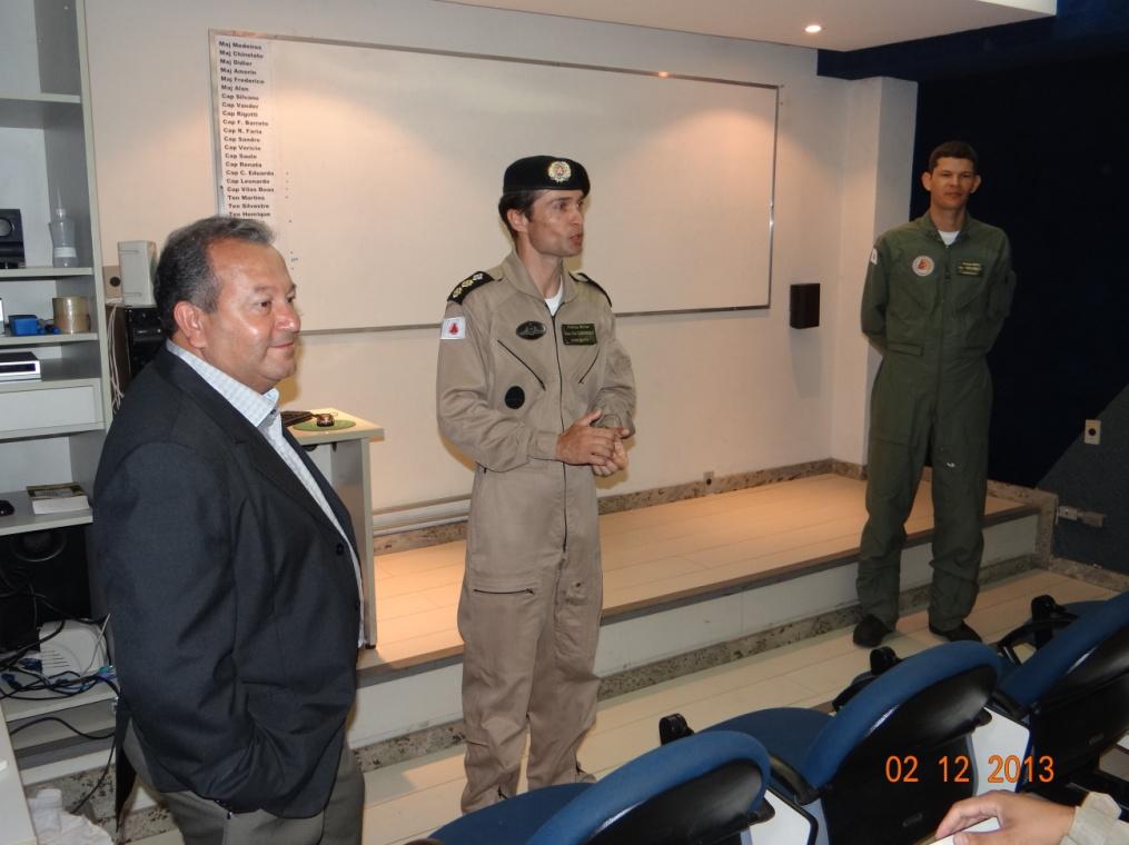 O Comandante do Btl RpAer, Ten-Cel Ledwan e o Chefe do Núcleo de Formação Aeronáutica, Maj Frederico, dão as boas vindas aos Oficiais matriculados no curso de PC