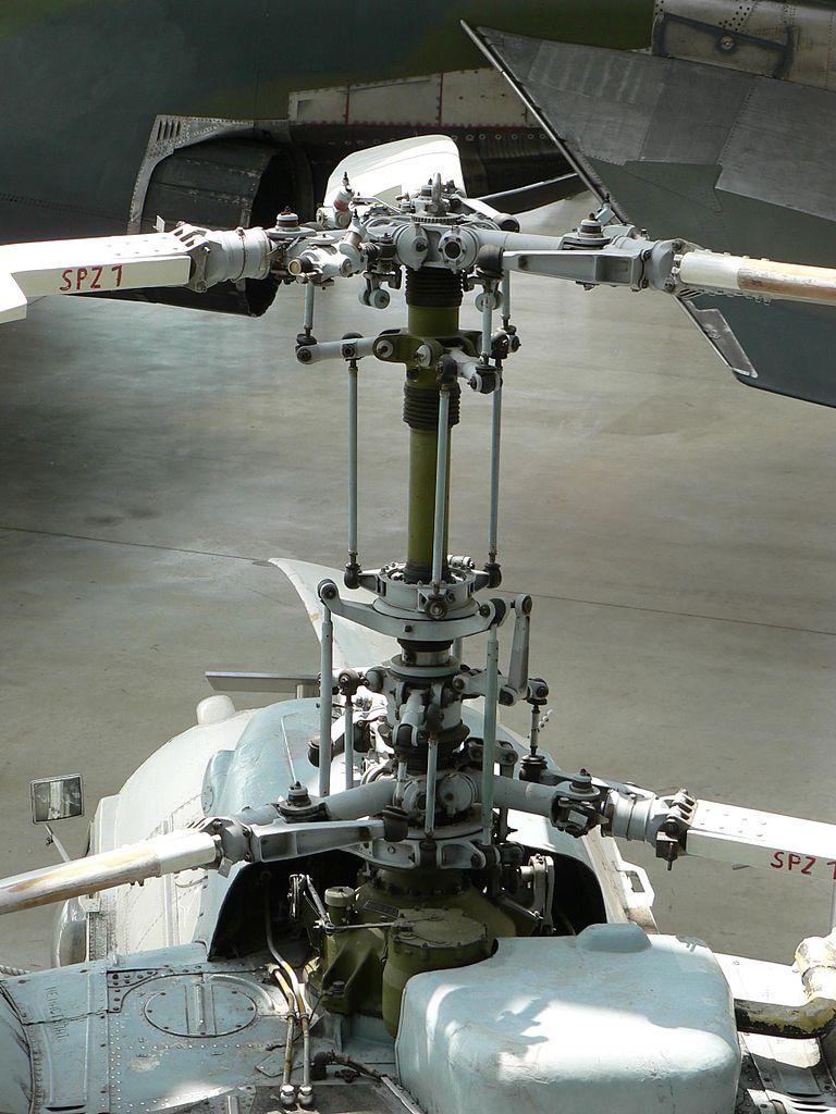Helicopter_Kamov_Ka-26_Main_rotor_head