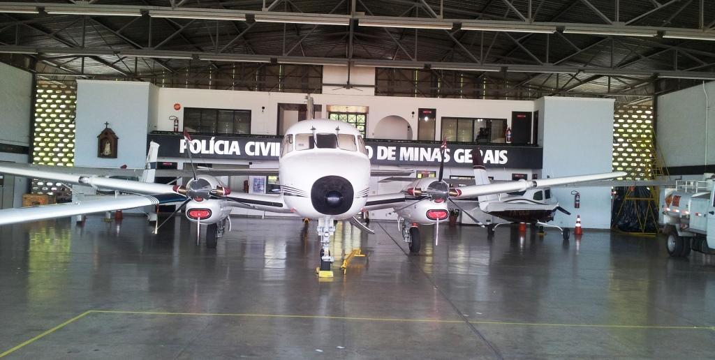 Visão interna do hangar do Núcleo de Operações Aéreas da Polícia Civil de Minas Gerais