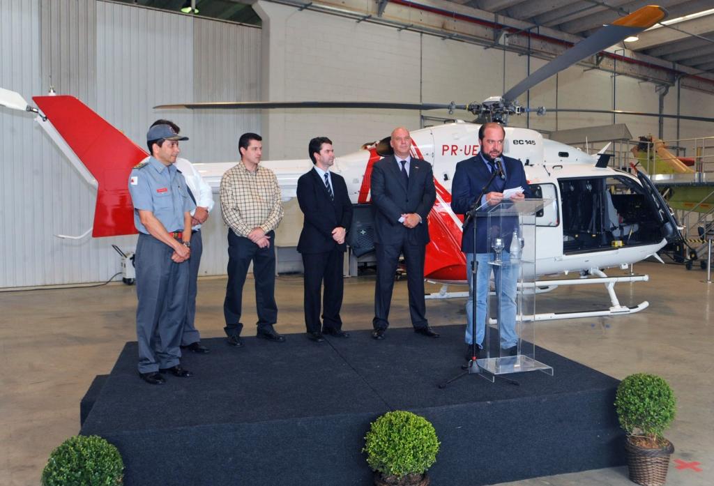 o-secretario-de-estado-de-saude-alexandre-silveira-conheceu-o-helicoptero