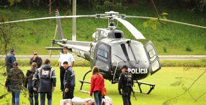 Helicóptero da Polícia Civil trouxe alimentos para famílias canoinhenses