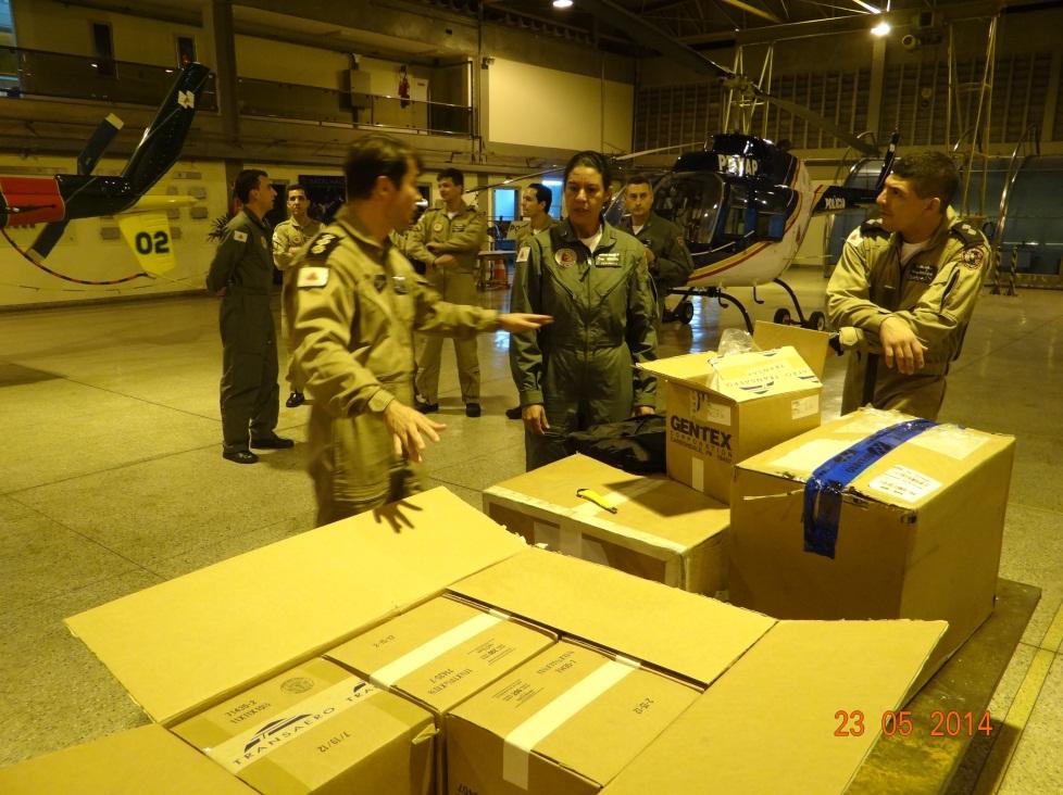 Equipamentos sendo recebidos na sede da unidade pelo Ten Cel Ledwan, Comandante do Batalhão de Radiopatrulhamento Aéreo.