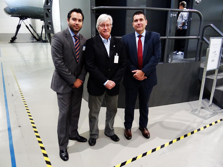 Da direita para a esquerda,  Alessandro Pinho (CAE), Auro Azevedo (CSTA e representante da E-Fly) e  Eric Bailleul (CAE)