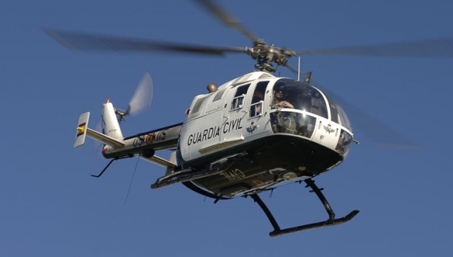 Helicóptero da Guarda Civil do mesmo modelo (Volkov 105) que sofreu o acidente, em Léon, voando nos Picos da Europa. Foto:© Darío Rodríguez/DESNIVEL