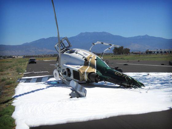 Um helicóptero do xerife do Condado de Riverside caiu recentemente no final da pista do Aeroporto de Hemet-Ryan. Ninguém morreu.