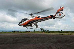 Um helicóptero da Eurocopter EC-130 de propriedade da Thailand Advance Aviation decolando do Aeroporto Putao, no estado de Kachin, em Mianmar. O helicóptero perdeu contato com a torre de controle 20 minutos após decolagem do Aeroporto de Putao, às 2:20 da tarde, no horário local. Ele estava a caminho para soltar pacotes de comida para uma equipe de resgate. O helicóptero estava transportando três pessoas, incluindo o piloto tailandês.
