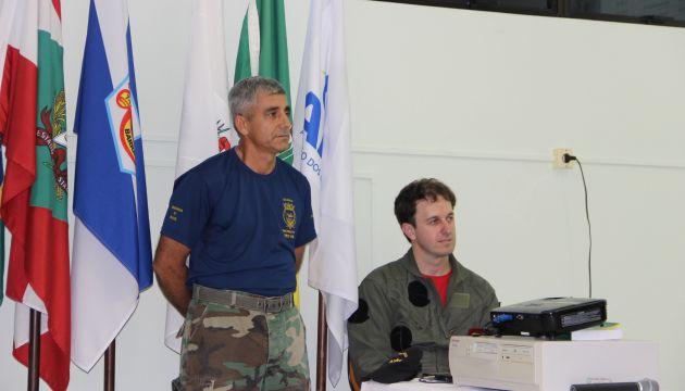 Sargento da Marinha Derli e o bombeiro Joannes Spézia. Foto: FJBrugnago