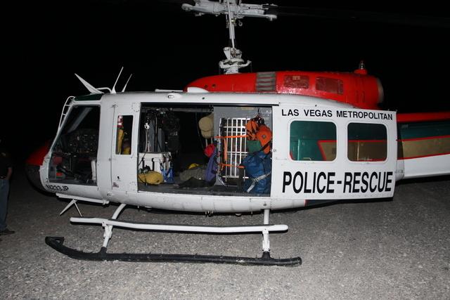 Helicóptero policial de Las Vegas usado durante a missão de busca e salvamento em Mount Charleston no dia 22 de julho de 2013, quando o oficial  David VanBuskirk caiu de uma altura de 7.6 metros, após se desprender do guindaste. Foto: Cortesia da Administração de Saúde e Segurança Ocupacional de Nevada