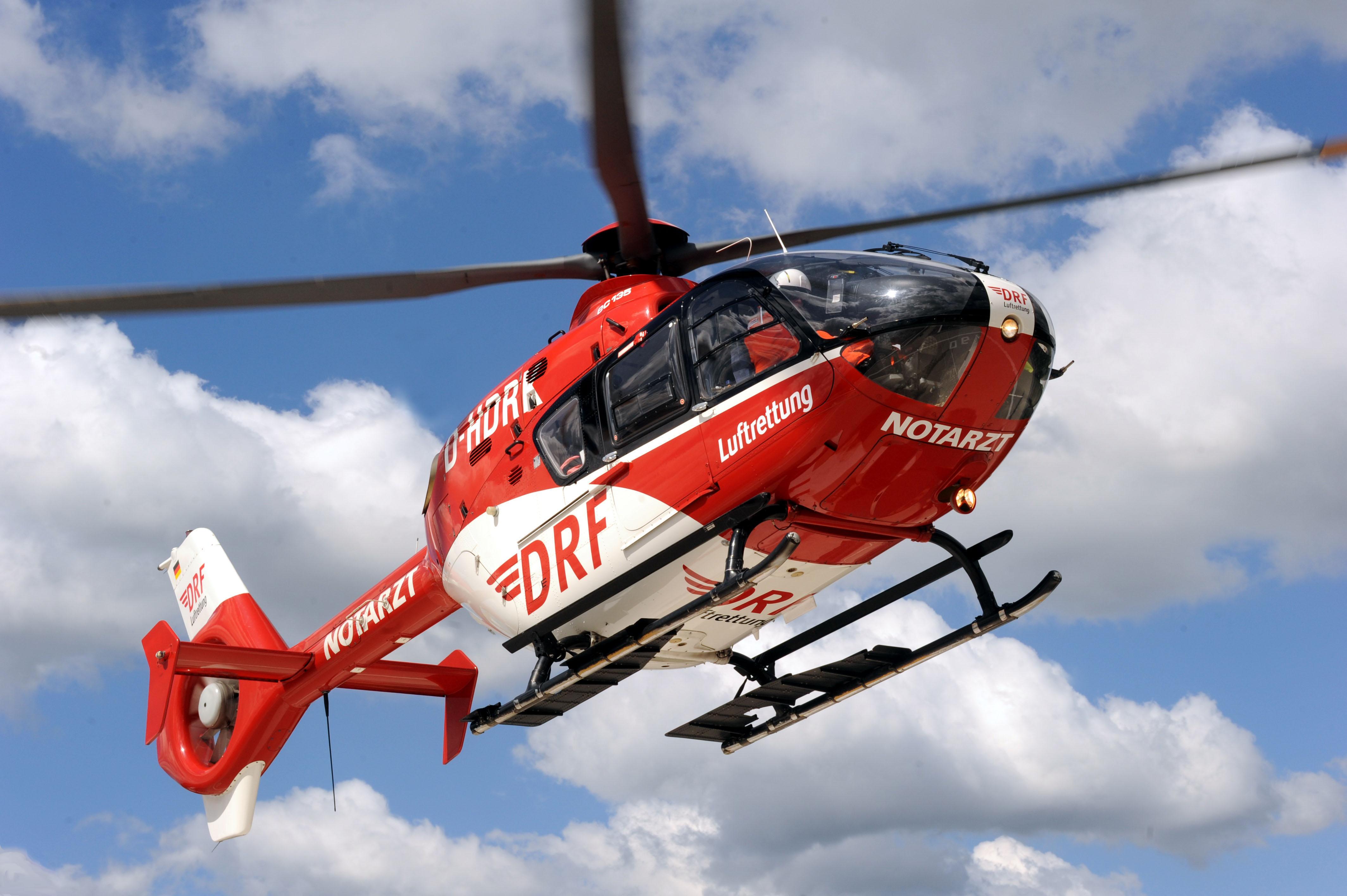 ec-135-im-flug-ansicht-rechts-1-quelle-drf-luftrettung