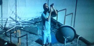 Agente da EPTC foi flagrado usando o laser contra helicópteros da BM e PC durante protestos na Capital / Foto: Divulgação Polícia Civil