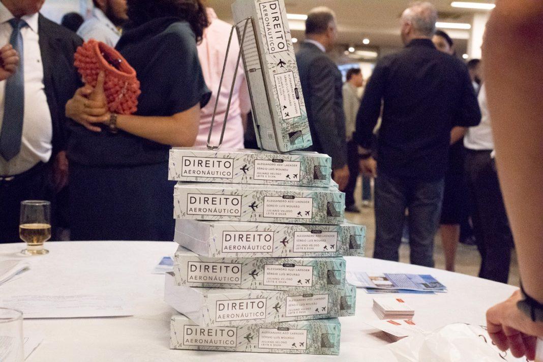 """Livro sobre """"Direito Aeronáutico"""" é lançado em Belo Horizonte, MG"""