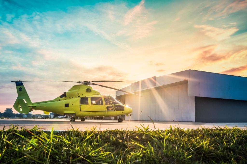 HelicópteroAS365N2 (Dauphin) da Air Jet habilitado para operações aeromédicas.