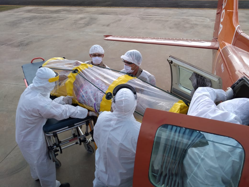 Corpo de Bombeiros transporta paciente com COVID-19 do Distrito de Surpresa  para Porto Velho, RO - Resgate Aeromédico